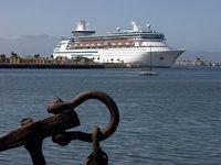 800px-Cruise_ship