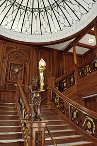 Tit018_staircase_vert_hires