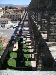 Shadow_of_segovias_roman_aqueduct_e