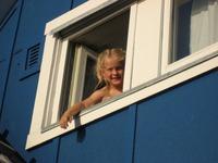 Girl_in_midnight_sun_upernavik_20_2